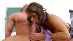 Little shy wench gets her fucekd wildly with his hot dog